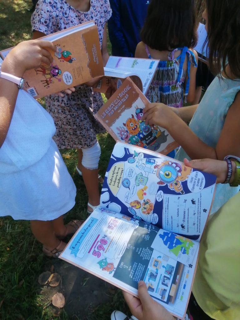 Agenda scolaire Recycl'Book distribué aux élèves à Agen